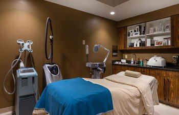 Kayal Dermatology - surgery room