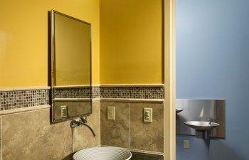 Kayal Dermatology - bathroom